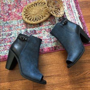 Simply Vera Wang Blue And Black peep toe booties